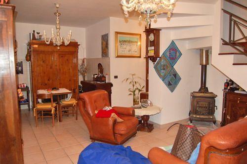 Appartamento in vendita a Spoleto, 4 locali, zona Località: PERIFERIA, prezzo € 127.000   Cambio Casa.it