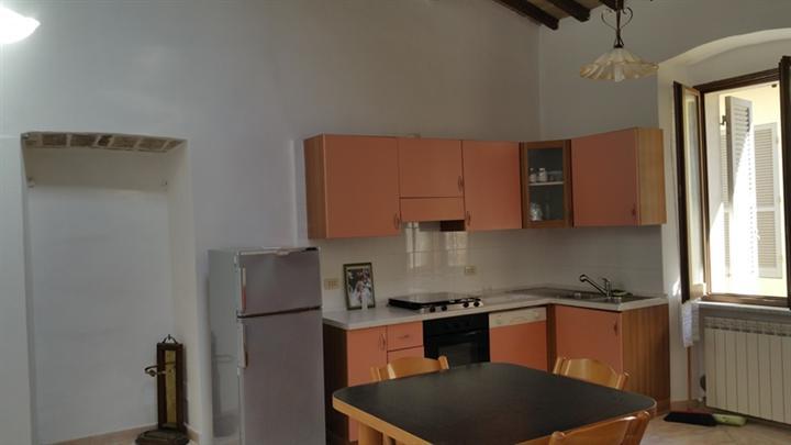 Appartamento in vendita a Spoleto, 4 locali, zona Località: CENTRO STORICO, prezzo € 210.000 | CambioCasa.it