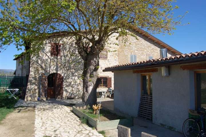 Rustico / Casale in vendita a Castel Ritaldi, 6 locali, zona Località: CASTEL RITALDI, prezzo € 280.000 | Cambio Casa.it