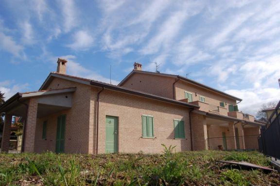 Villa in vendita a Spoleto, 4 locali, zona Località: PERIFERIA, prezzo € 290.000 | CambioCasa.it