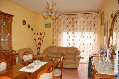 Appartamento in vendita a Spoleto, 5 locali, zona Località: PRIMA PERIFERIA, prezzo € 140.000 | CambioCasa.it