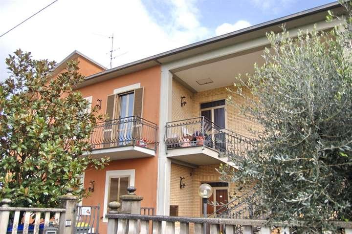 Soluzione Indipendente in vendita a Spoleto, 10 locali, zona Località: PERIFERIA, prezzo € 200.000 | Cambio Casa.it