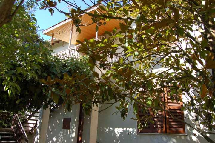 Soluzione Indipendente in vendita a Spoleto, 8 locali, zona Località: PRIMA PERIFERIA, prezzo € 115.000 | CambioCasa.it