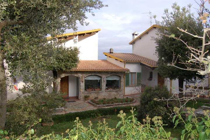 Villa in vendita a Spoleto, 9 locali, zona Località: PERIFERIA, prezzo € 1.300.000 | CambioCasa.it