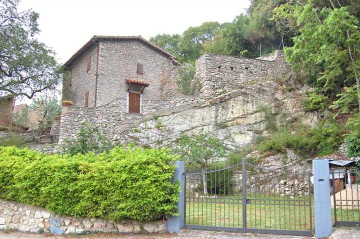 Rustico / Casale in vendita a Campello sul Clitunno, 3 locali, zona Zona: Castello, prezzo € 95.000 | Cambio Casa.it
