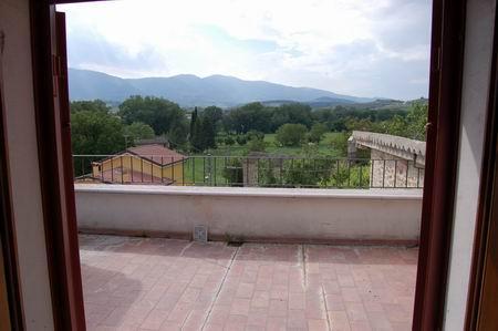 Appartamento in vendita a Spoleto, 4 locali, zona Località: PERIFERIA, prezzo € 125.000   Cambio Casa.it