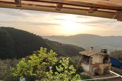 Rustico / Casale in vendita a Spoleto, 3 locali, zona Località: PERIFERIA, prezzo € 195.000 | CambioCasa.it