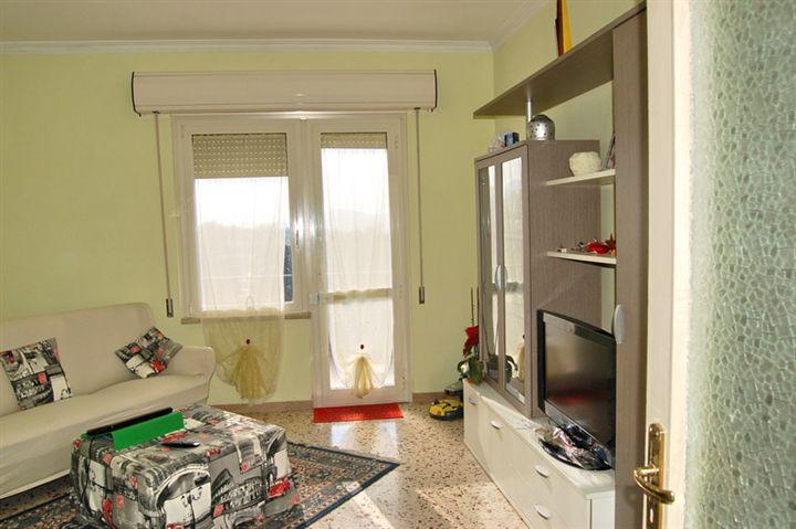 Appartamento in vendita a Spoleto, 5 locali, zona Località: PRIMA PERIFERIA, prezzo € 90.000 | Cambio Casa.it