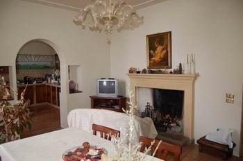 Appartamento in vendita a Foligno, 6 locali, prezzo € 90.000 | Cambio Casa.it