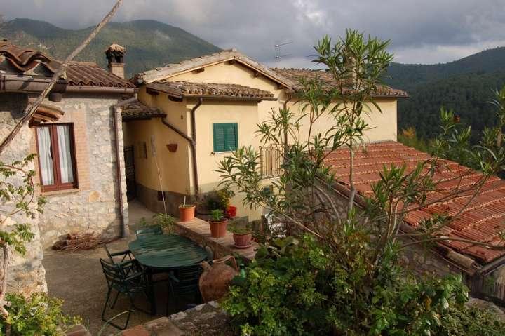 Soluzione Indipendente in vendita a Spoleto, 9 locali, zona Località: PERIFERIA, prezzo € 380.000 | CambioCasa.it