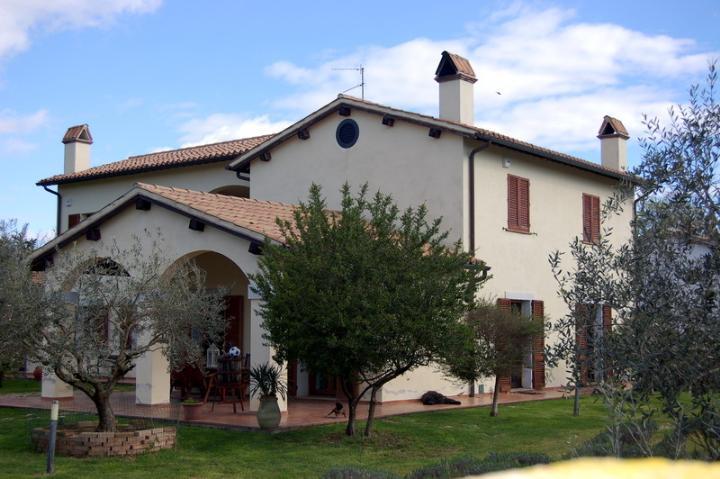 Villa in vendita a Spoleto, 8 locali, zona Località: PERIFERIA, prezzo € 595.000 | CambioCasa.it