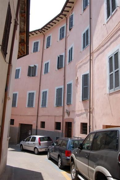 Appartamento in vendita a Spoleto, 4 locali, zona Località: CENTRO STORICO, prezzo € 100.000 | Cambio Casa.it