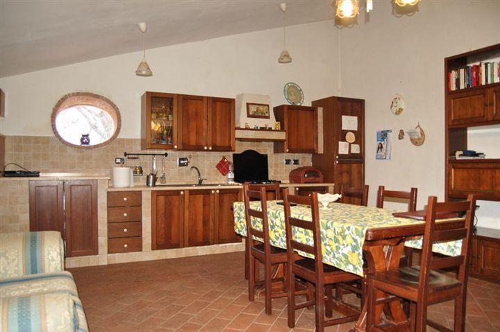 Soluzione Semindipendente in vendita a Campello sul Clitunno, 5 locali, prezzo € 130.000 | Cambio Casa.it