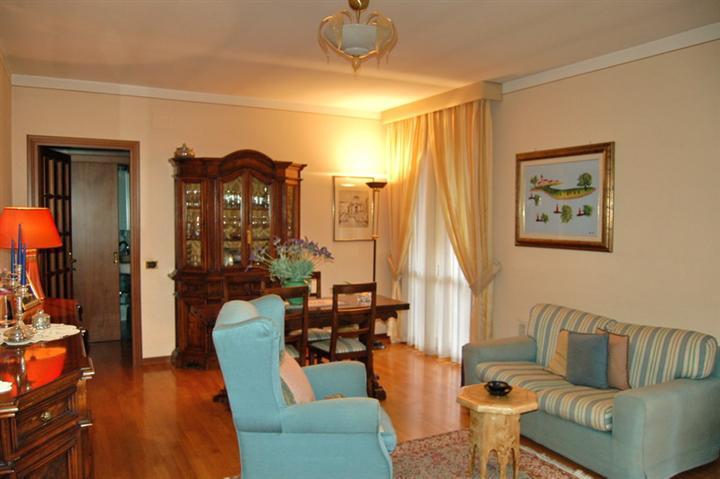 Appartamento in vendita a Spoleto, 5 locali, zona Località: PERIFERIA, prezzo € 145.000 | Cambio Casa.it