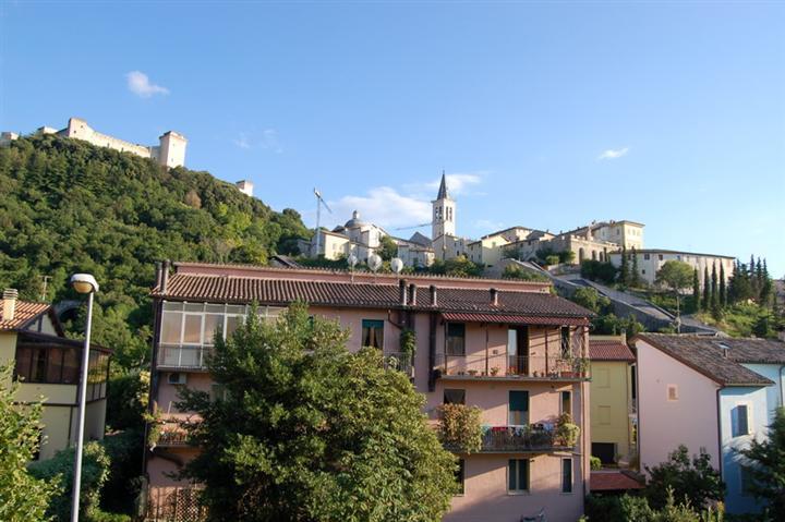 Appartamento in vendita a Spoleto, 5 locali, zona Località: CITTA', prezzo € 148.000 | Cambio Casa.it