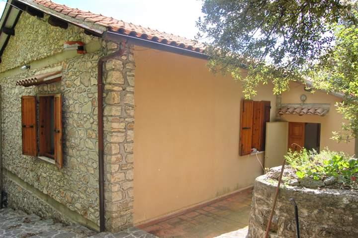 Soluzione Indipendente in vendita a Spoleto, 6 locali, zona Località: PERIFERIA, prezzo € 138.000 | Cambio Casa.it