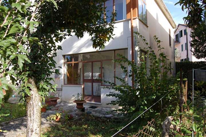 Soluzione Indipendente in vendita a Spoleto, 6 locali, zona Località: CITTA', prezzo € 240.000 | Cambio Casa.it