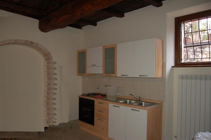 Appartamento in vendita a Spoleto, 2 locali, zona Località: PERIFERIA, prezzo € 100.000 | CambioCasa.it
