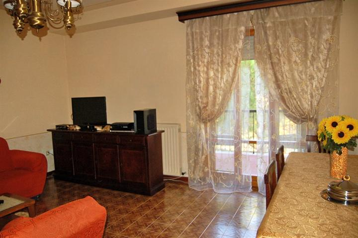 Appartamento in vendita a Spoleto, 4 locali, zona Località: PERIFERIA, prezzo € 98.000   Cambio Casa.it
