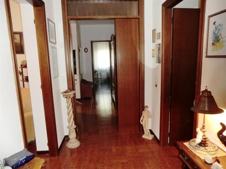 Appartamento in vendita a Spoleto, 5 locali, zona Località: PERIFERIA, prezzo € 105.000 | Cambio Casa.it