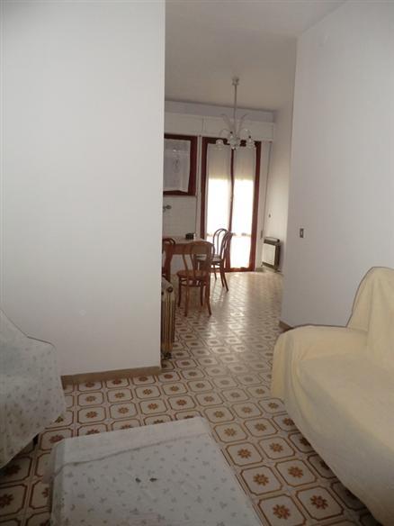 Appartamento in vendita a Spoleto, 5 locali, zona Località: PERIFERIA, prezzo € 85.000 | Cambio Casa.it