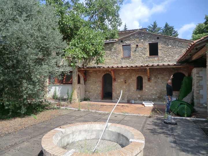 Villa in vendita a Perugia, 1 locali, zona Zona: Ponte Felcino, prezzo € 440.000 | CambioCasa.it