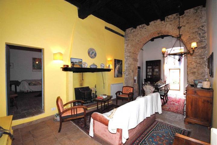 Rustico / Casale in vendita a Spoleto, 3 locali, zona Località: PERIFERIA, prezzo € 98.000 | CambioCasa.it