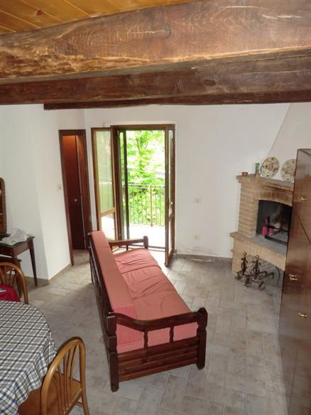 Rustico / Casale in vendita a Campello sul Clitunno, 3 locali, zona Zona: Spina Nuova, prezzo € 55.000 | CambioCasa.it