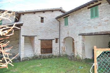 Rustico / Casale in Vendita a Castel Ritaldi