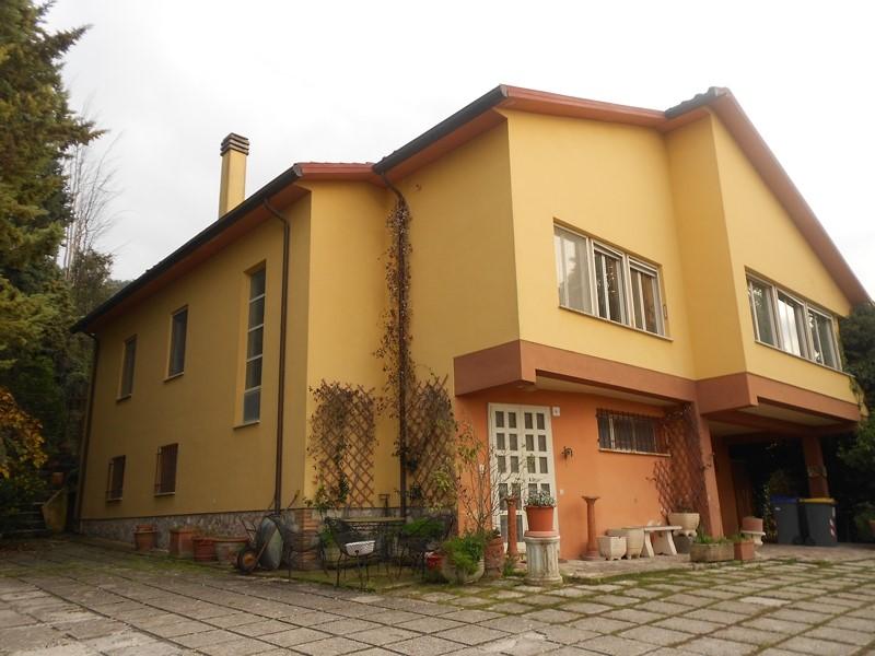 Villa in vendita a Spoleto, 5 locali, zona Località: PERIFERIA, prezzo € 280.000 | Cambio Casa.it
