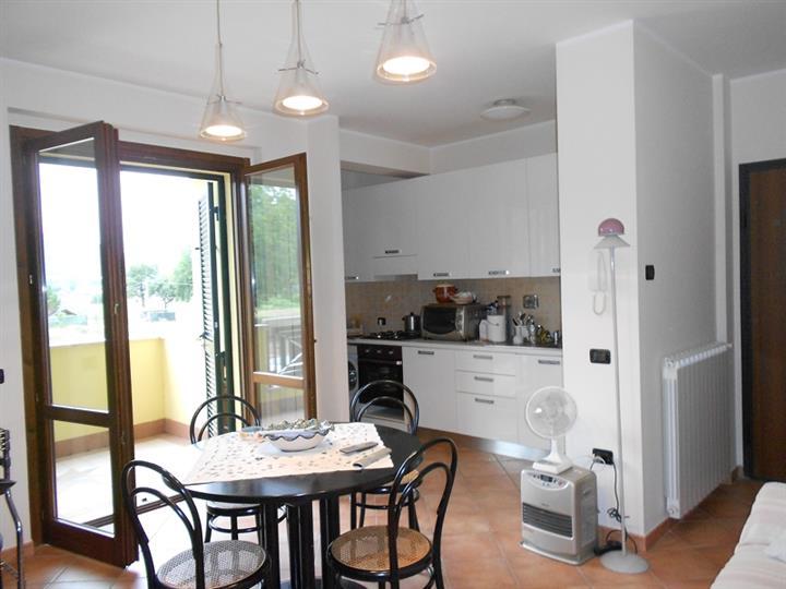 Appartamento in vendita a Spoleto, 3 locali, zona Località: PERIFERIA, prezzo € 110.000 | Cambio Casa.it