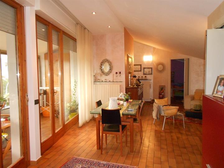 Appartamento in vendita a Spoleto, 4 locali, zona Località: PERIFERIA, prezzo € 135.000 | Cambio Casa.it