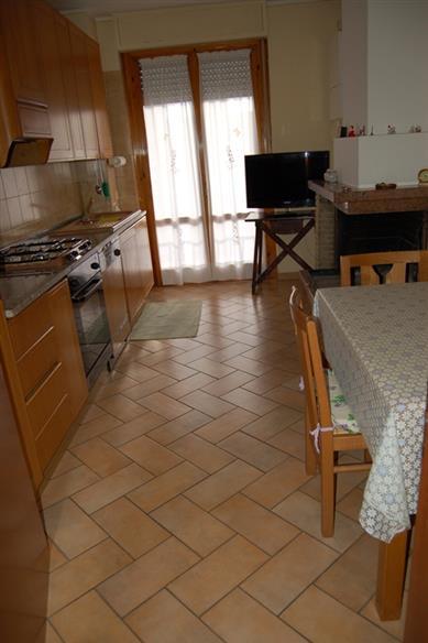 Appartamento in vendita a Spoleto, 5 locali, zona Località: PRIMA PERIFERIA, prezzo € 105.000 | CambioCasa.it