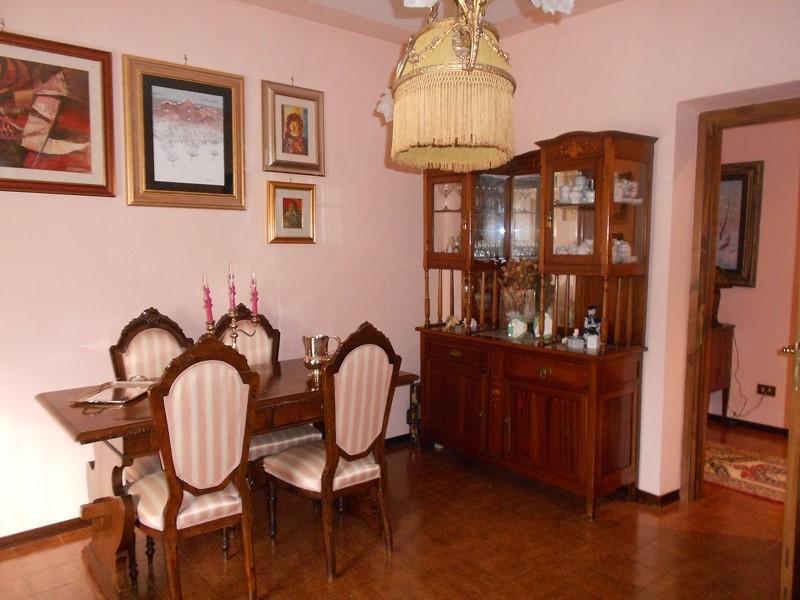 Appartamento in vendita a Spoleto, 5 locali, zona Località: PERIFERIA, prezzo € 100.000 | CambioCasa.it