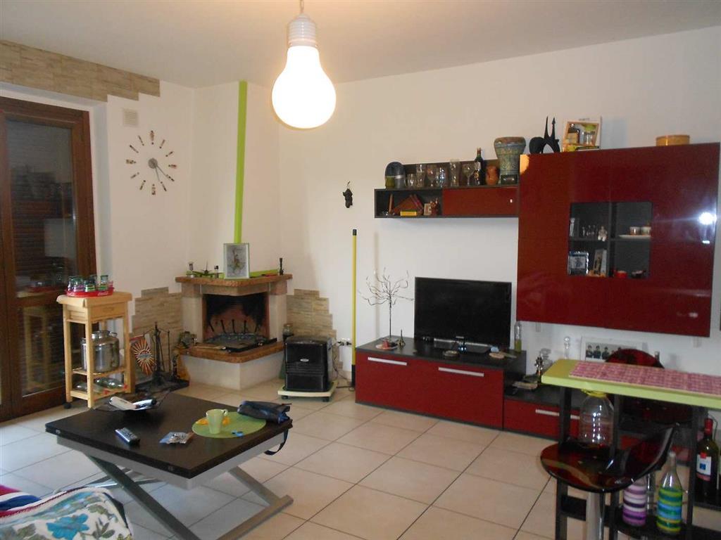 Appartamento in vendita a Spoleto, 2 locali, zona Località: PERIFERIA, prezzo € 75.000 | Cambio Casa.it