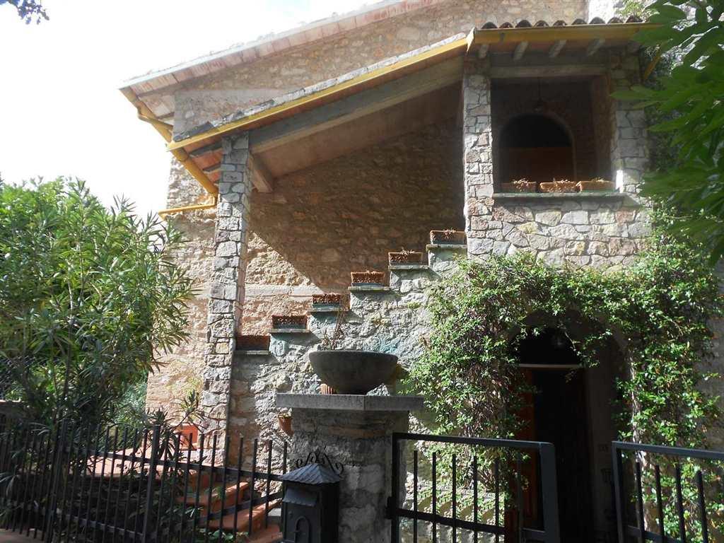 Soluzione Indipendente in vendita a Spoleto, 7 locali, zona Località: PERIFERIA, prezzo € 200.000 | CambioCasa.it