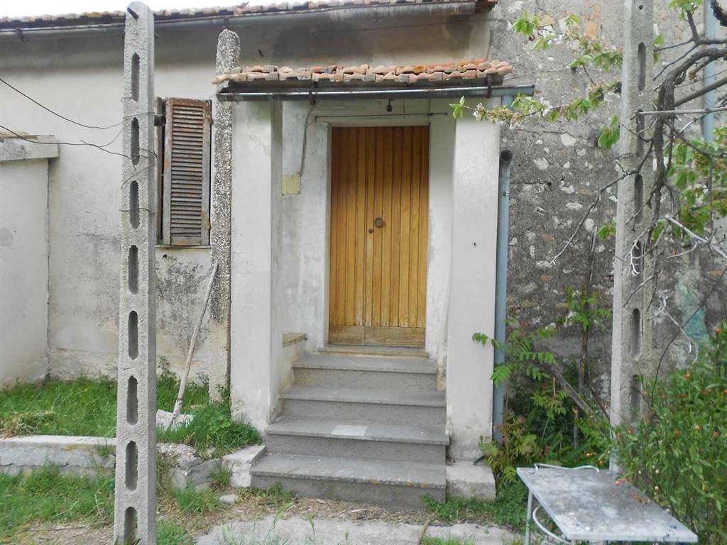 Soluzione Indipendente in vendita a Spoleto, 5 locali, zona Località: PERIFERIA, prezzo € 70.000 | CambioCasa.it
