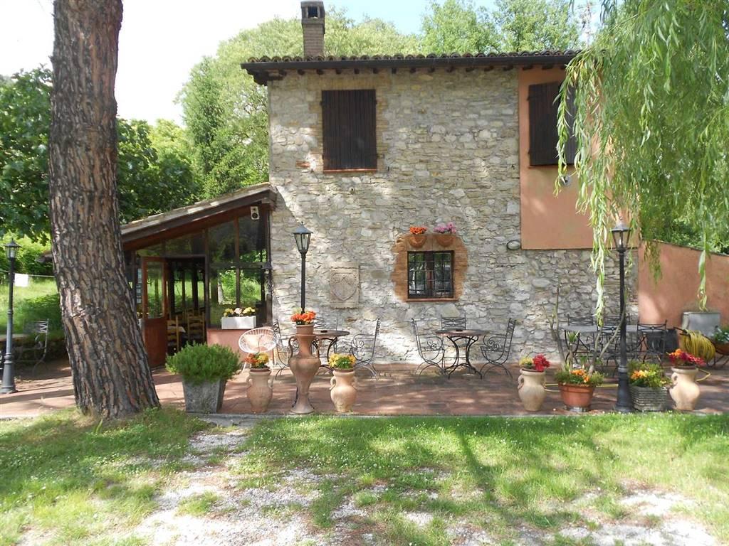 Rustico / Casale in vendita a Spoleto, 5 locali, zona Località: PERIFERIA, prezzo € 330.000 | CambioCasa.it