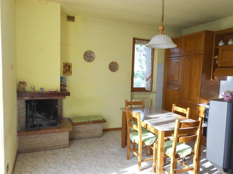 Appartamento in vendita a Campello sul Clitunno, 5 locali, prezzo € 123.000 | CambioCasa.it