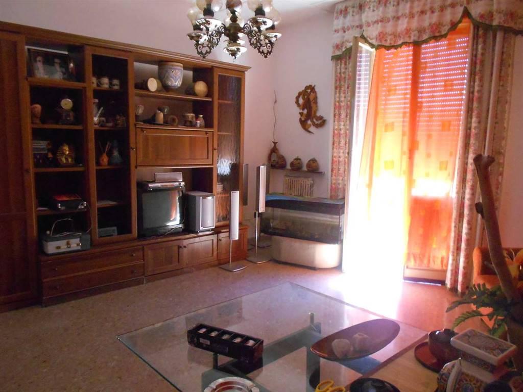 Appartamento in vendita a Spoleto, 4 locali, zona Località: PERIFERIA, prezzo € 85.000 | Cambio Casa.it