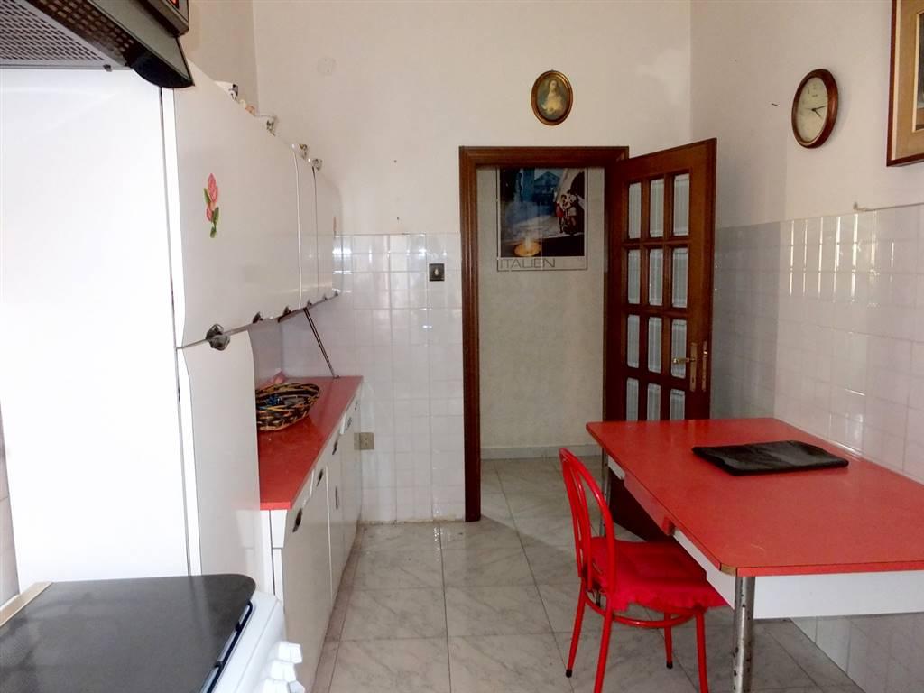 Appartamento in vendita a Spoleto, 5 locali, zona Località: PRIMA PERIFERIA, prezzo € 95.000 | Cambio Casa.it
