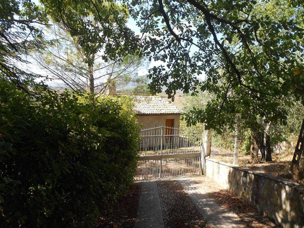 Soluzione Indipendente in vendita a Spoleto, 4 locali, zona Località: PERIFERIA, prezzo € 165.000 | CambioCasa.it