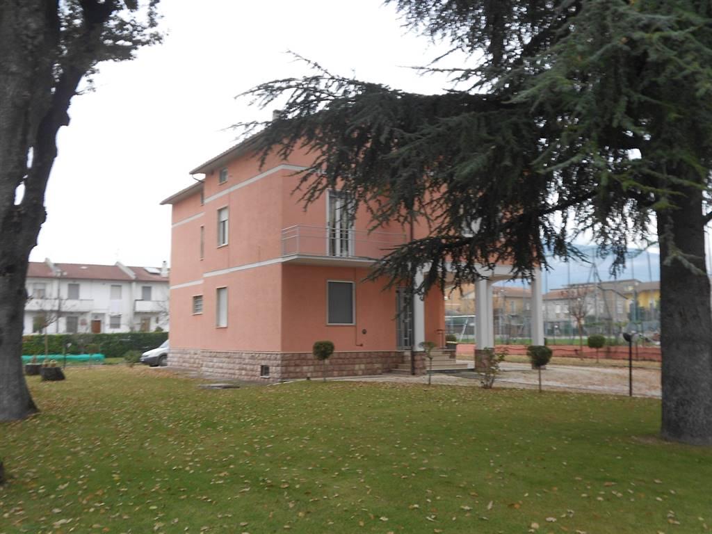 Villa in vendita a Spoleto, 6 locali, zona Località: PERIFERIA, prezzo € 375.000 | CambioCasa.it