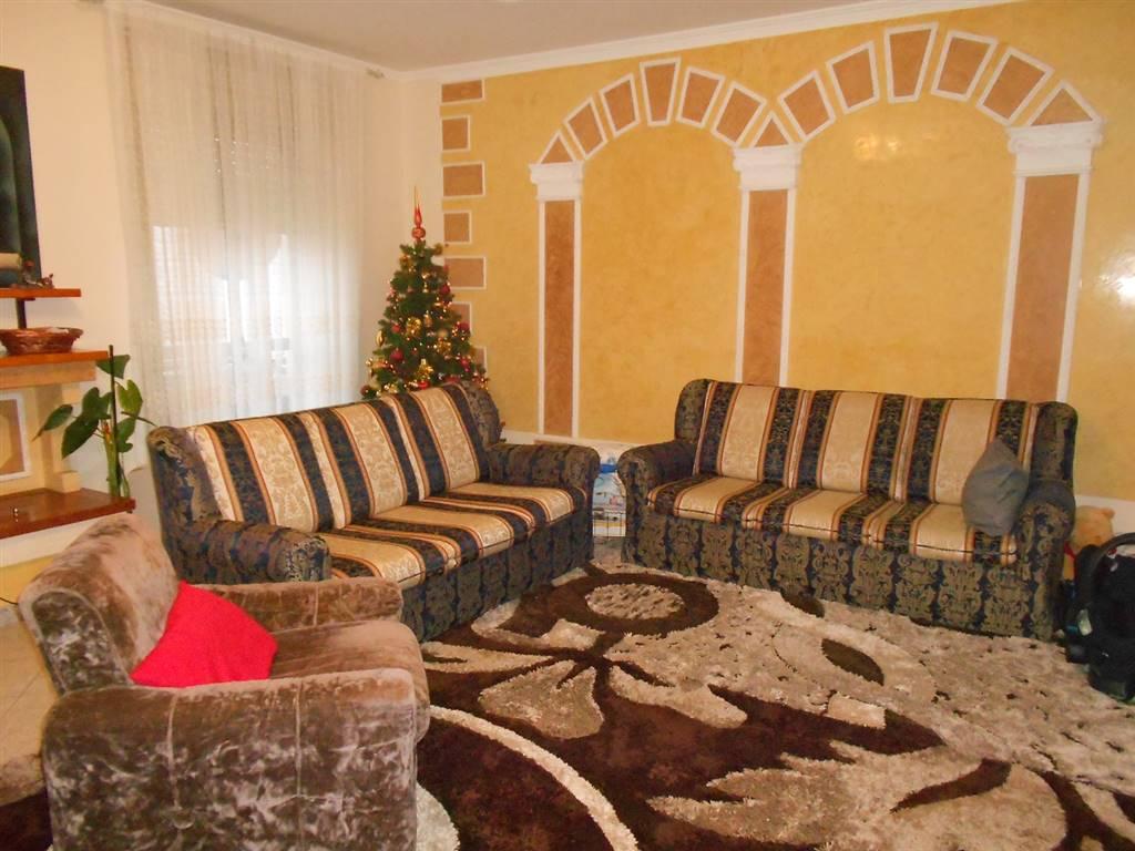 Appartamento in vendita a Spoleto, 4 locali, zona Località: PERIFERIA, prezzo € 120.000 | CambioCasa.it