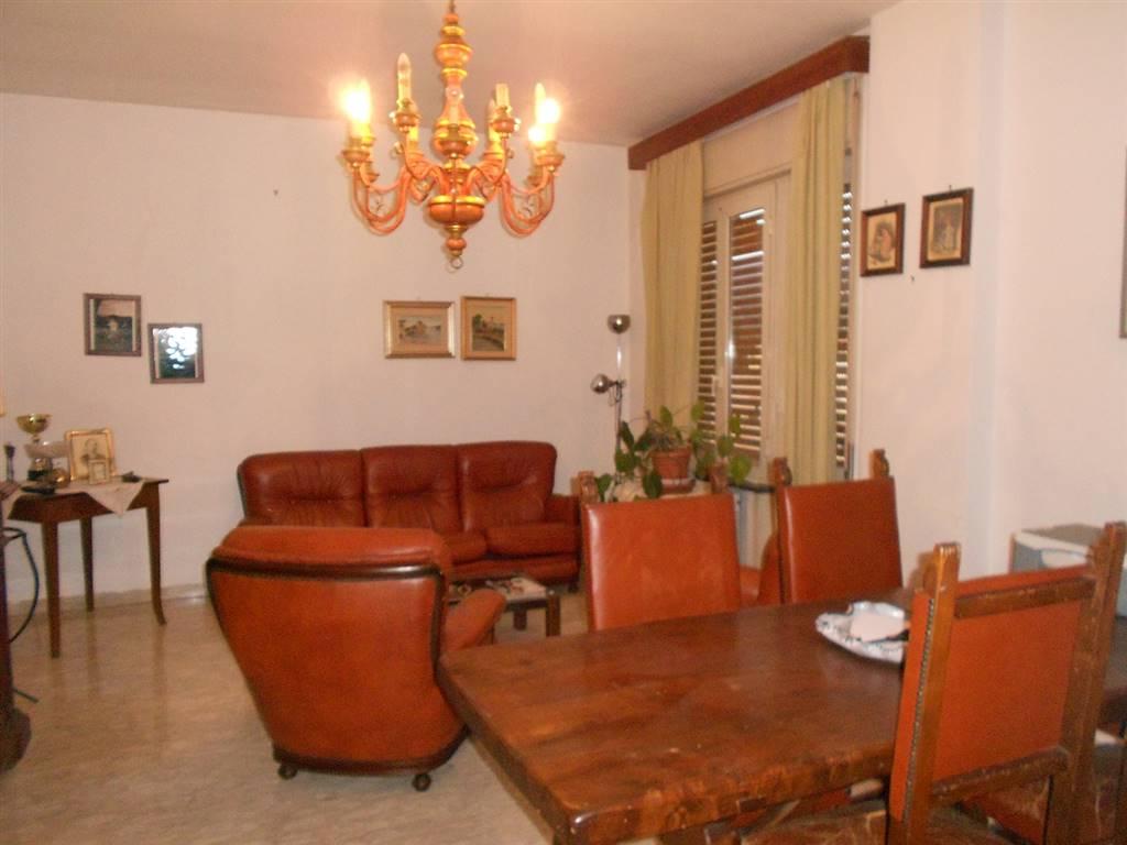 Appartamento in vendita a Spoleto, 5 locali, zona Località: PRIMA PERIFERIA, prezzo € 125.000 | Cambio Casa.it
