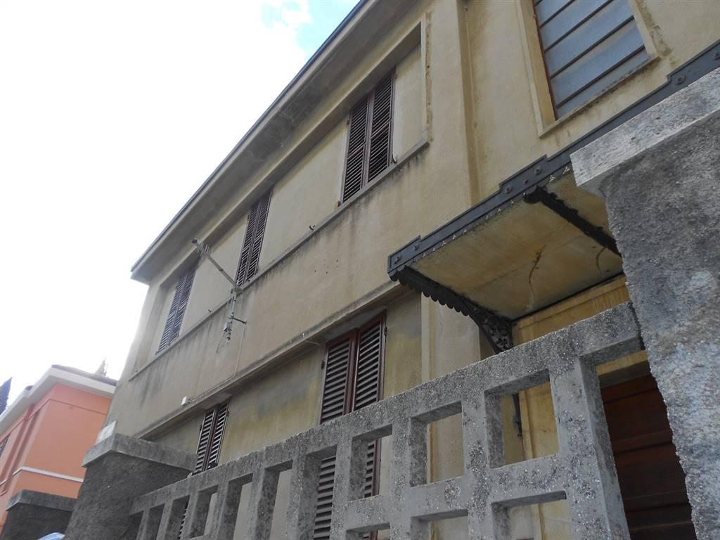 Soluzione Semindipendente in vendita a Spoleto, 14 locali, zona Località: CENTRO STORICO, prezzo € 249.000 | CambioCasa.it