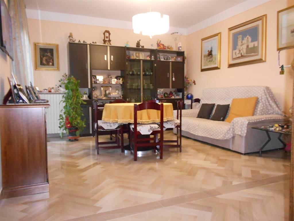 Appartamento in vendita a Spoleto, 4 locali, zona Località: PERIFERIA, prezzo € 110.000 | CambioCasa.it