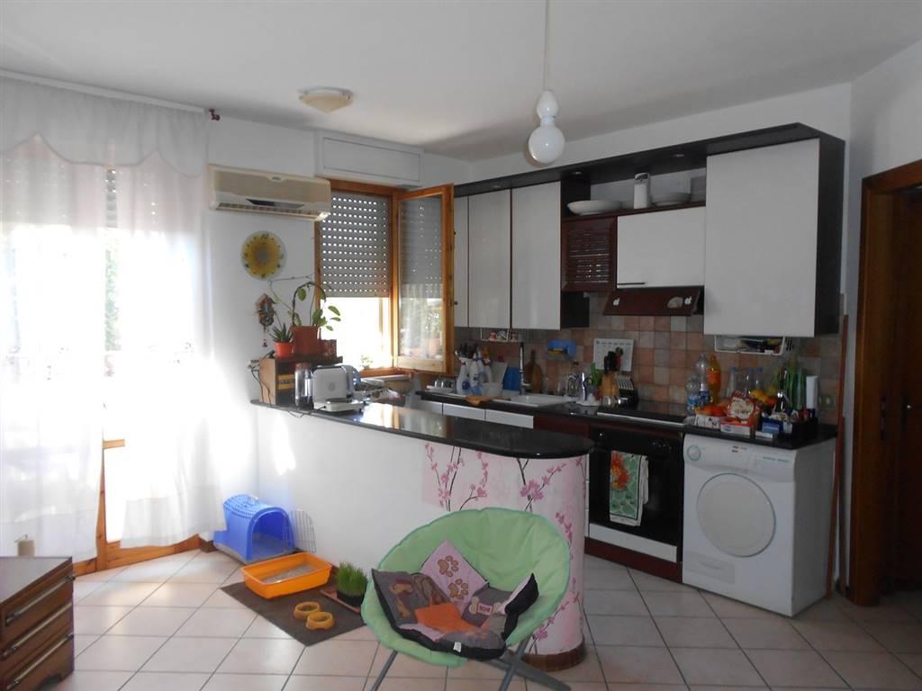 Appartamento in vendita a Castel Ritaldi, 5 locali, zona Località: CASTEL RITALDI, prezzo € 80.000 | Cambio Casa.it