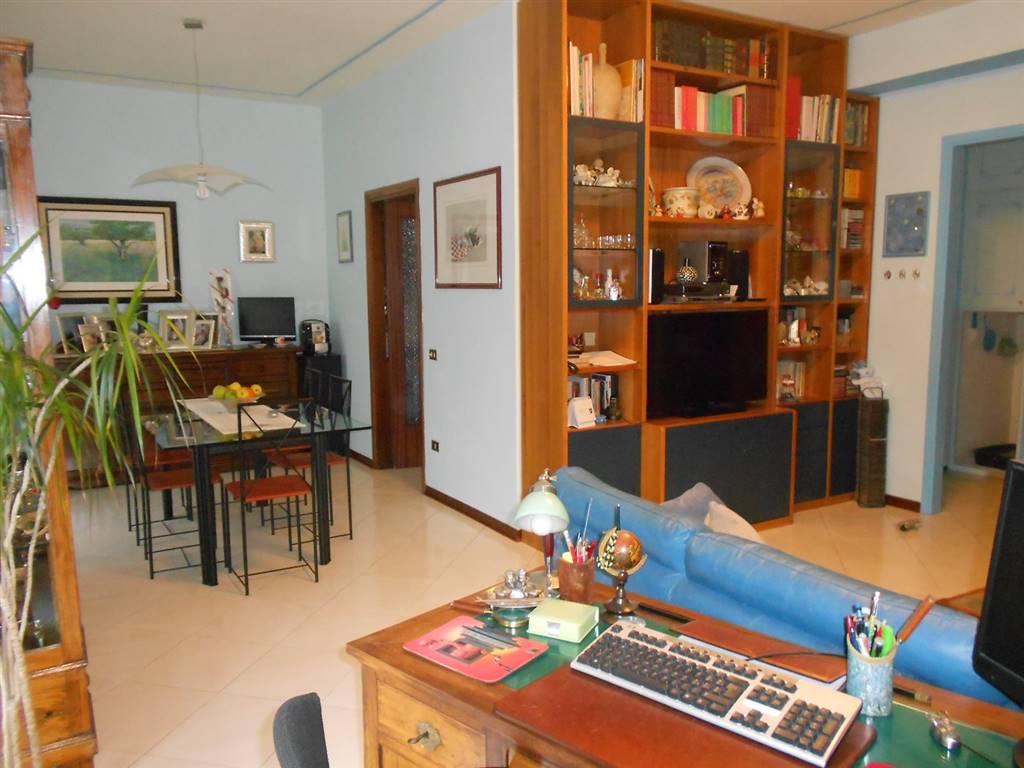 Appartamento in vendita a Spoleto, 5 locali, zona Località: PRIMA PERIFERIA, prezzo € 165.000 | Cambio Casa.it