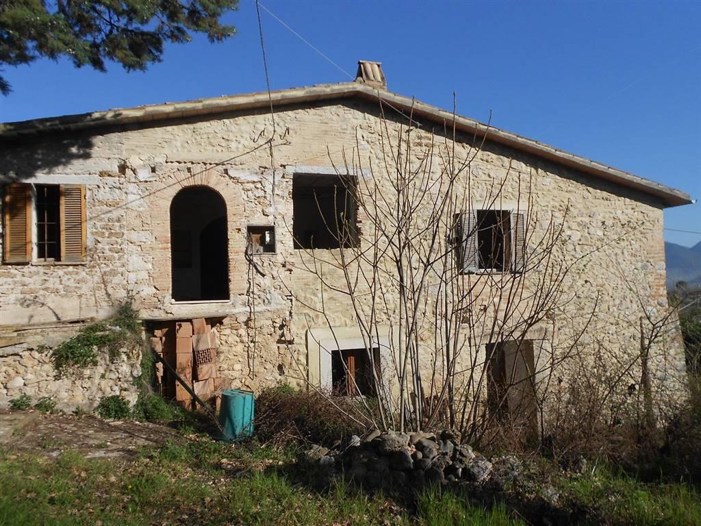 Rustico / Casale in vendita a Spoleto, 8 locali, zona Località: PERIFERIA, prezzo € 260.000 | CambioCasa.it